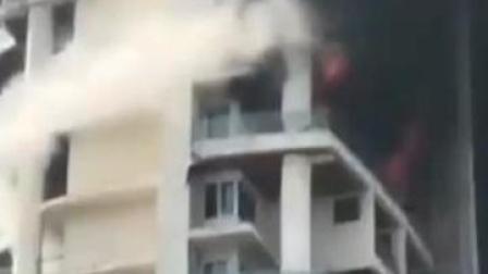 印度孟买一61层公寓起火 1人逃生时坠亡#孟买 #突发 #大火 #印度