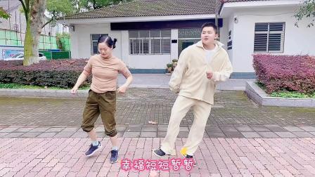 目前很流行的《流氓步》,只有两步,健身效果好,好看又好学