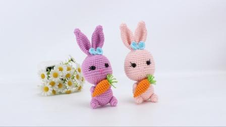 娟娟编织 抱着胡萝卜的两只可爱小兔子