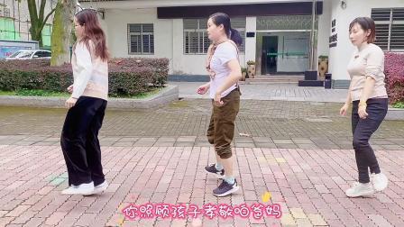简单的鬼步舞齐舞《流氓步》,3个美女跳一个月瘦了12斤!