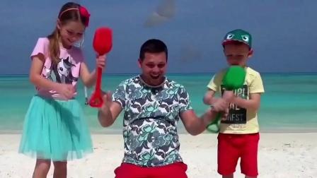 小女孩在海边玩,发现藏宝图