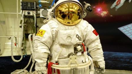 4套航天服用了几十年,美国造不起了?中国航天崛起,如何逆袭?