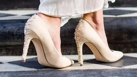 全新的精美高跟鞋,穿起来感觉还可以!