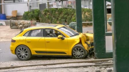 救援车帮助和运输故障小汽车