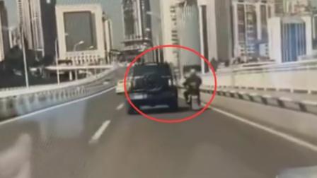 重庆一越野车故意撞倒摩托车 警方通报:越野车司机被刑拘