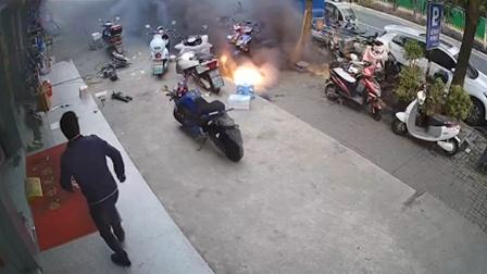 芜湖一电动车门店前锂电池突发爆燃 门店工作人员:客户才换下