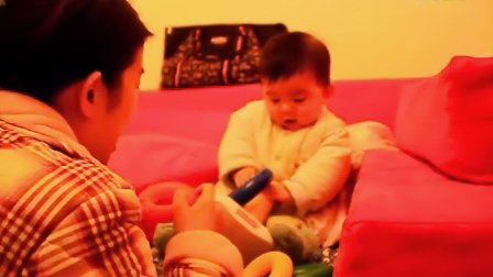 【七个月大】12-31哈哈坐着玩爸爸新买的玩具费雪套圈 彩虹套圈 摇椅