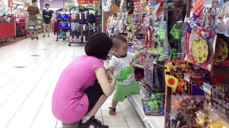 【13个月大】7-14妈妈领着哈哈逛超市,弹钢琴IMG_0267