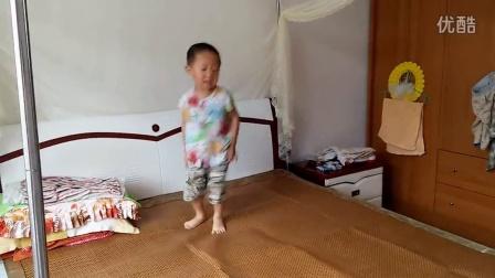 三岁小伙跳嗨了