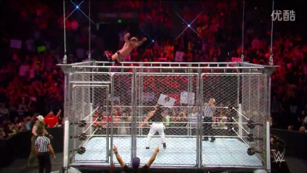 飞身跃下铁笼顶!14个最惊险的飞跃尽在WWE狂怒