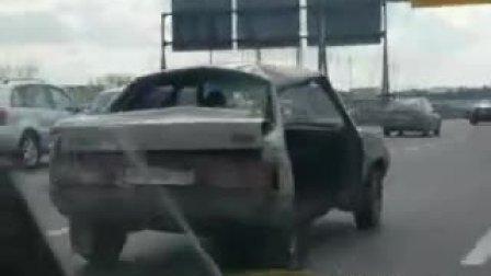 高速公路上最雷人的车 (搞笑)