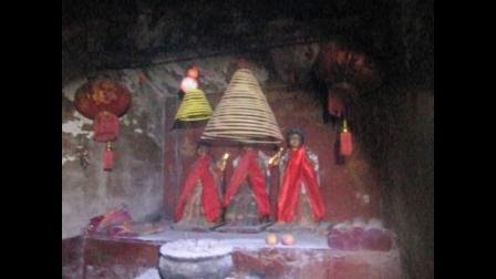 靈搜行動の深山小廟神像①