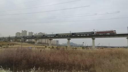 20210116_125357 西康铁路 西局西段SS7C-0114牵引K8178次(安康-西安)通过灞桥湿地公园