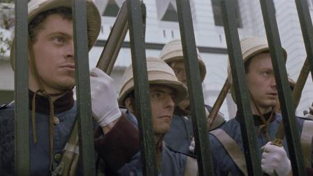 年轻帅气的士兵们一时大意让馆内的许多士兵......