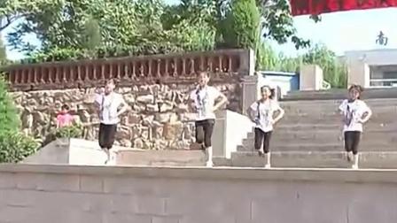 井陉县南陉学校四一班舞蹈《睫毛弯弯》高清版