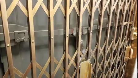 国外古老的手动操作电梯