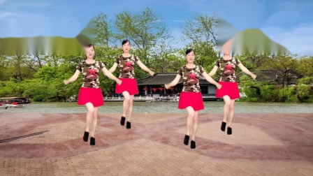 网红热歌广场舞《山卡拉大家》熊七梅演唱,歌声悠扬,好听极了~