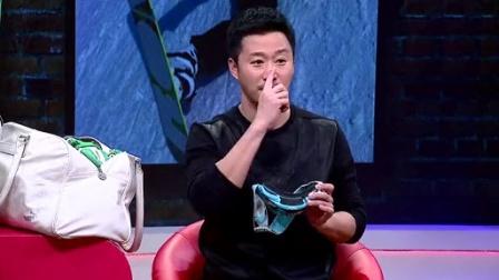 片段:吴京晒私人滑雪装备 爆笑全场