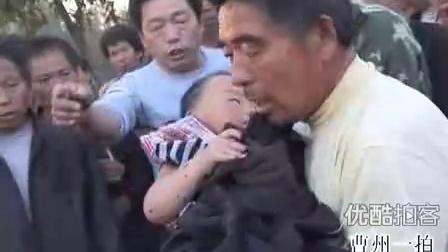 【拍客】实拍生死营救落井三岁幼儿