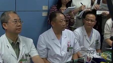 [拍客]女童被撞18名路人漠视续 医院通报小悦悦最新病情 仍随时有生命危险