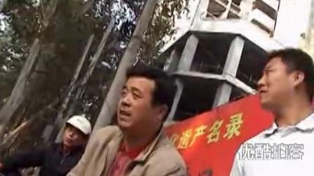 【拍客】实拍雷人司机开车撞了人  就是不下车