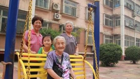 102岁老人动物园骑骆驼:趁还年轻多出去逛逛