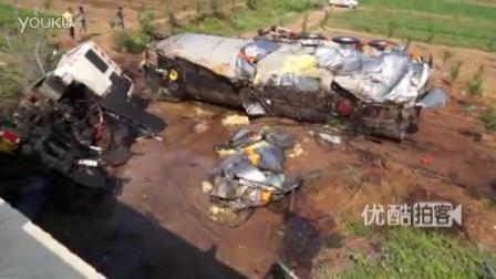 柴油槽罐车侧翻遭村民抢油