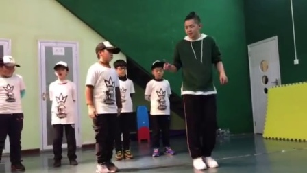 快来学跳鬼步舞! 广场舞老师教你如何快速学成鬼步舞《7步》