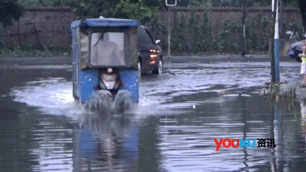 成都暴雨道路积水严重