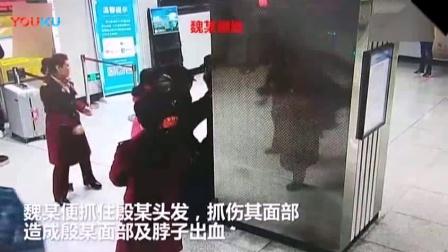 女子拒绝安检大闹地铁站, 打人撒泼干脆直接躺地不起!