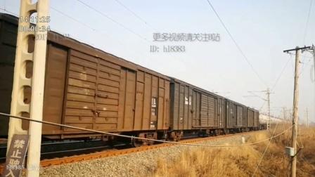 天津北环铁路道口油库车通过
