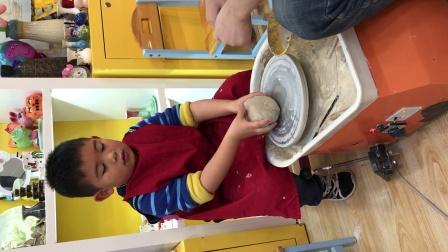 【6岁半】1-10哈哈跟妈妈做陶器DIY,第一步泥团圆球制作IMG_5067