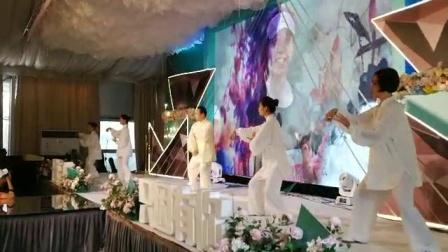 张志俊先生弟子,江苏宜兴吴亚群助力上海黑营马拉松十周年庆典。