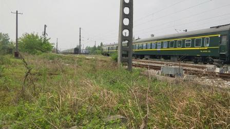 客车K262次王家坎站两道通过