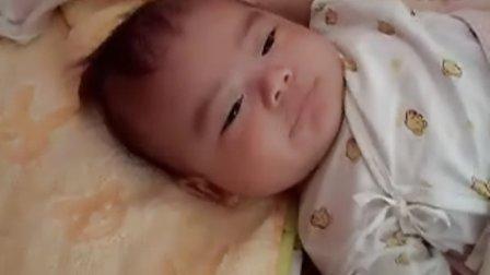 【两个月大】7-23宝宝脸变白了,早上饿了