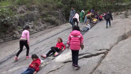 桂林叠彩山疯狂天然石滑道