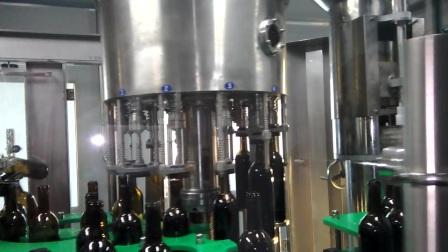 BCGY14-12-1 玻璃瓶红酒冲洗灌装打塞三合一体机-贴标机-客户现场整线视频