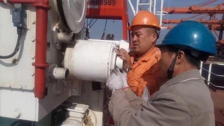 实拍海上救助艇小吊刹车离合拆开维修