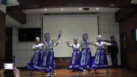 【  舞蹈《马背上的骑手》】请欣赏黄州区路口镇白潭湖舞蹈队在黄州青砖湖路荔河酒店楼上大厅表演的舞蹈《马背上的骑手》……