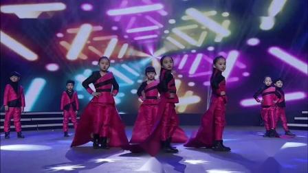 """青岛电视台""""2018消费季税法宣传""""直播晚会 一 开场舞《少儿模特秀》"""