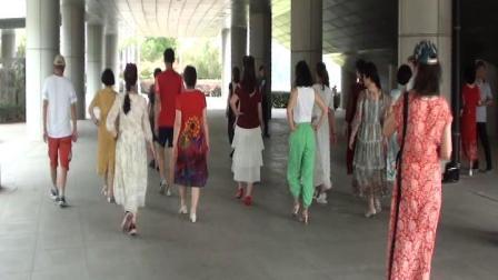 郑老师群时装秀表演队在琴台成立