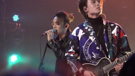 """20201023VOGUE5向上生长新专辑分享会天津站主唱和吉他手的""""互动"""""""