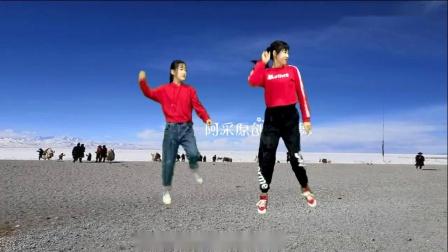 母女俩齐跳网红舞《秀儿是你吗》超好看,超火,女儿跳的更好~