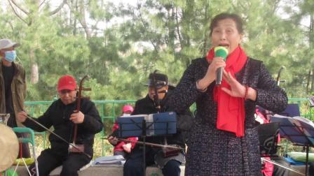 市场社区艺术团在东湖公园演戏(2021年3月17日)