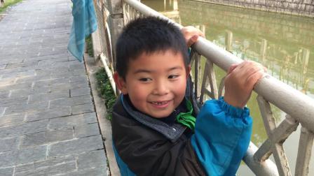 【快7岁】3-18哈哈跟爸爸一起在校园水池看金鱼,放学回家IMG_0158