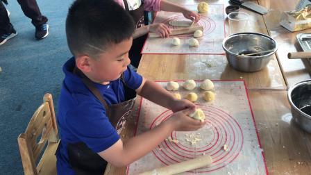 【快7岁】4-11哈哈跟好朋友王洁一起制作烘焙DIY[玫瑰花饼]IMG_7188