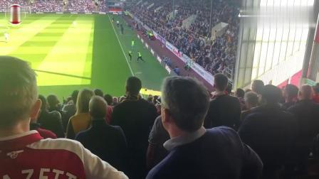 伯恩利1-3阿森纳 现场球迷看台视角