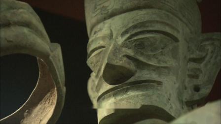 金沙小立人与三星堆青铜大立人发式不同,是古蜀国政权分离带来的变革