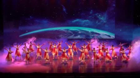 1 、开场  舞蹈《鲜红的党旗》