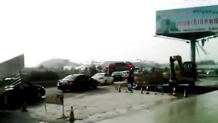 赣龙高速于都罗坳出口塞车